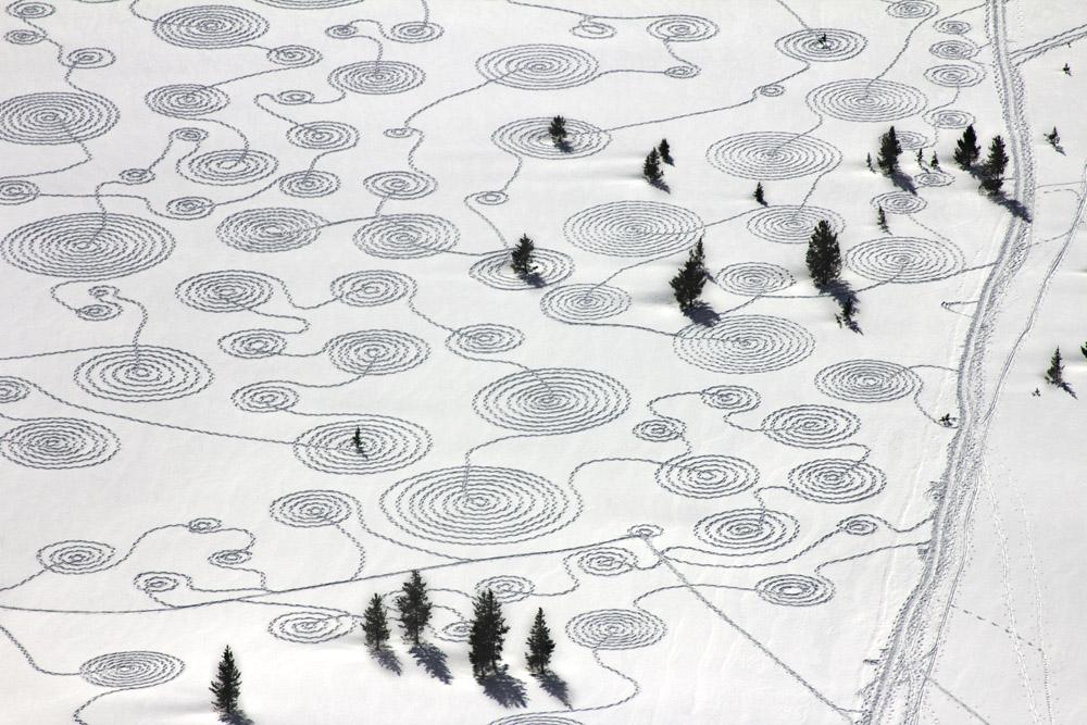 Бывает открытка, рисунок шаги на снегу