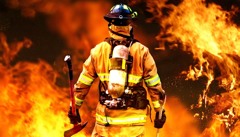 Как правильно пожарный или пожарник?