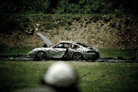Расстрел Porsche 911 Carrera (16 фото + 2 видео)