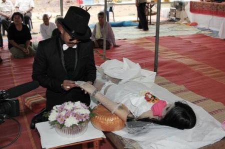 Свадьба после смерти (2 фото + 1 видео)