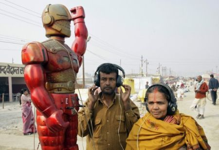 Индийский робот предсказатель (3 фото)
