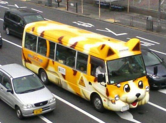 Школьные автобусы в Японии (26 фото)