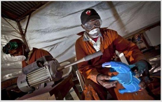Переработка вторичного сырья в Африке (6 фото)